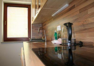 apartma-1-2-kuhinjski-pult